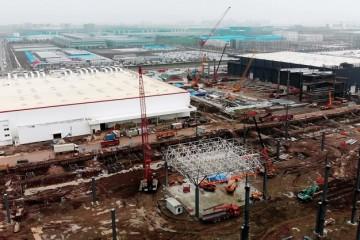 特斯拉上海工厂二期发展神速渐渐的开端制作房顶
