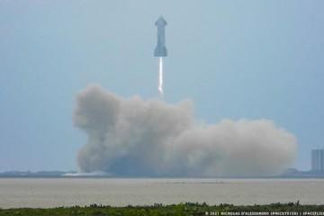 这次没自爆SpaceX星舰原型机首次完成10公里高度飞行测试与回收试验